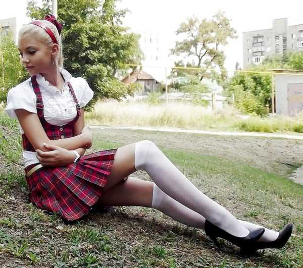 cute-russian-girls-in-sexy-school-uniforms (16)
