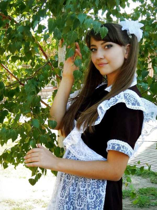 cute-russian-girls-in-sexy-school-uniforms (17)