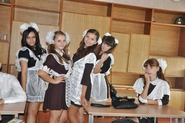 cute-russian-girls-in-sexy-school-uniforms (19)