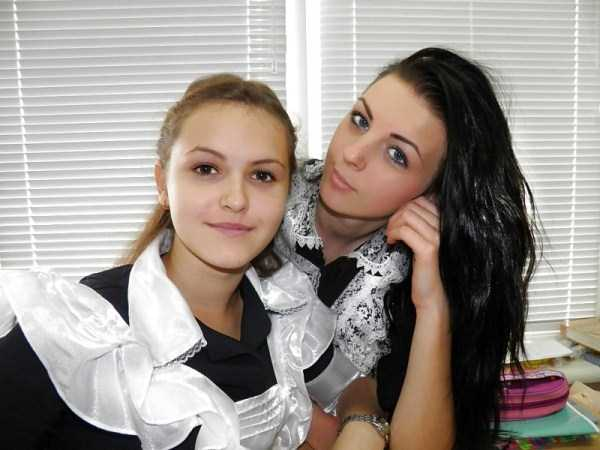 cute-russian-girls-in-sexy-school-uniforms (21)