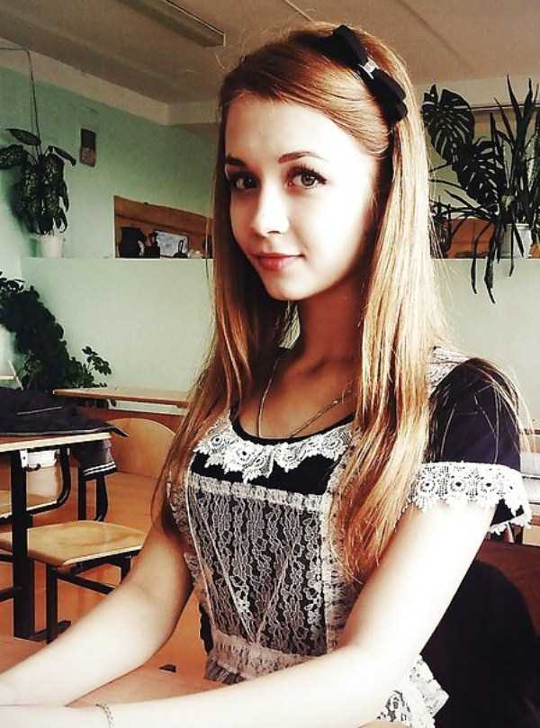 cute-russian-girls-in-sexy-school-uniforms (3)