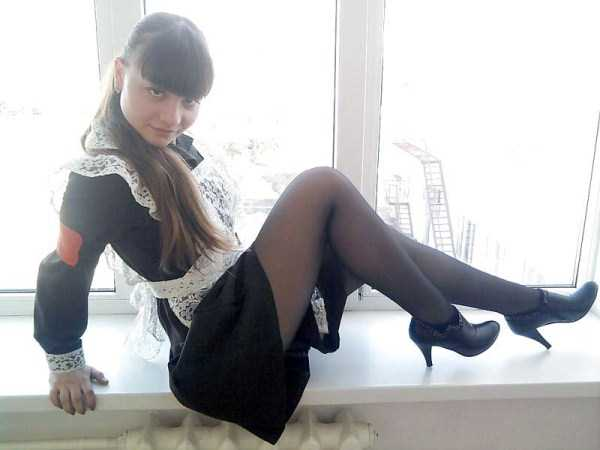 cute-russian-girls-in-sexy-school-uniforms (33)