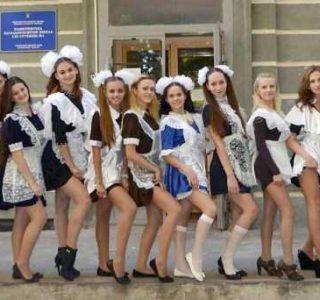 Russian Girls in School Uniforms (65 photos)