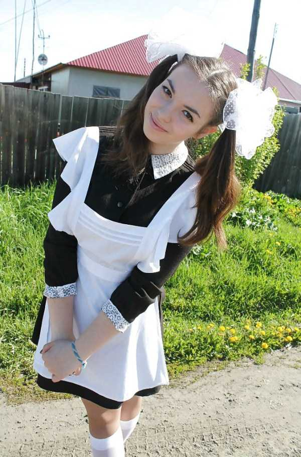 cute-russian-girls-in-sexy-school-uniforms (8)