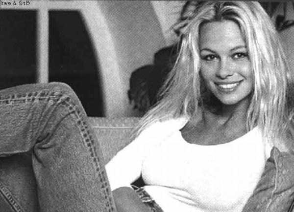 young-pamela-anderson-pictures (10)