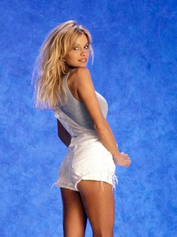 young-pamela-anderson-pictures (12)