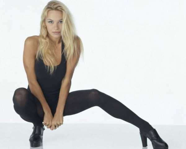 young-pamela-anderson-pictures (15)