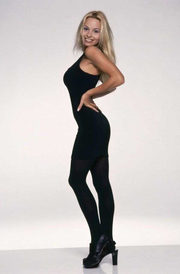 young-pamela-anderson-pictures (16)