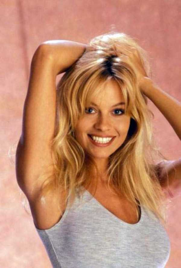 young-pamela-anderson-pictures (2)