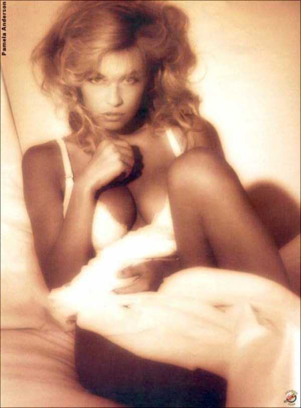 young-pamela-anderson-pictures (21)