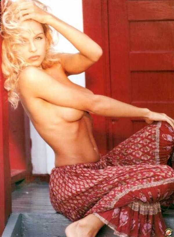 young-pamela-anderson-pictures (25)