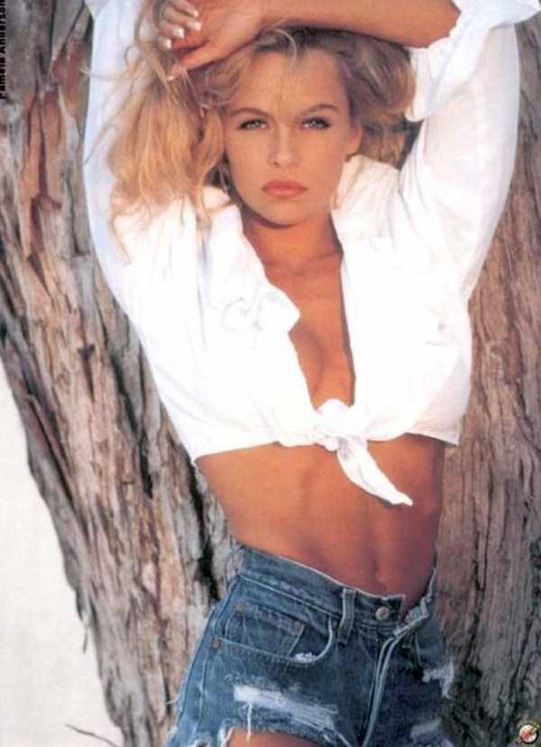young-pamela-anderson-pictures (26)