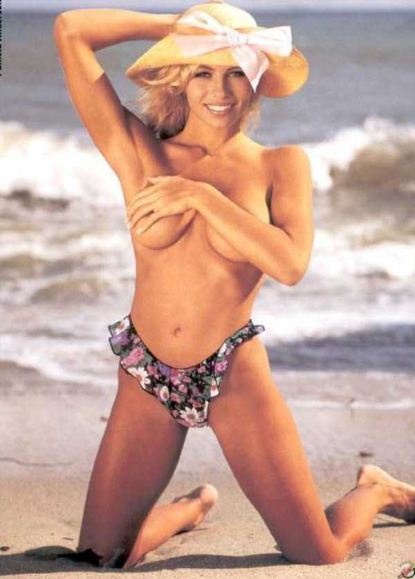 young-pamela-anderson-pictures (27)