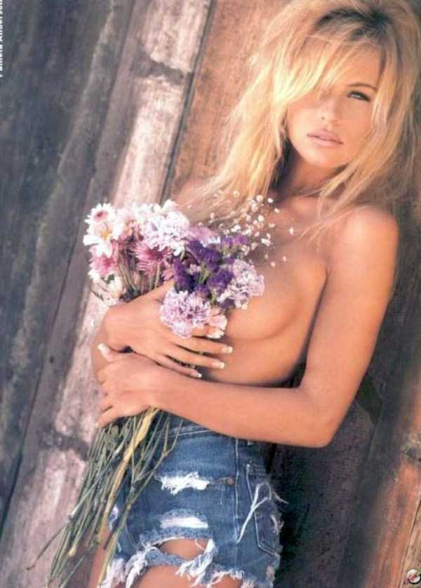 young-pamela-anderson-pictures (28)