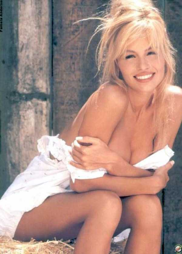 young-pamela-anderson-pictures (29)