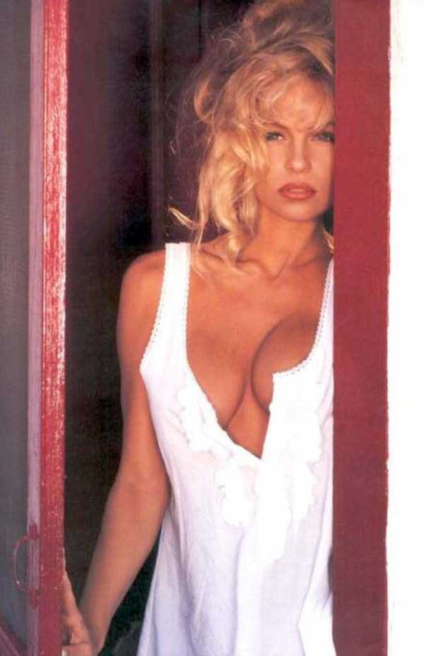 young-pamela-anderson-pictures (30)