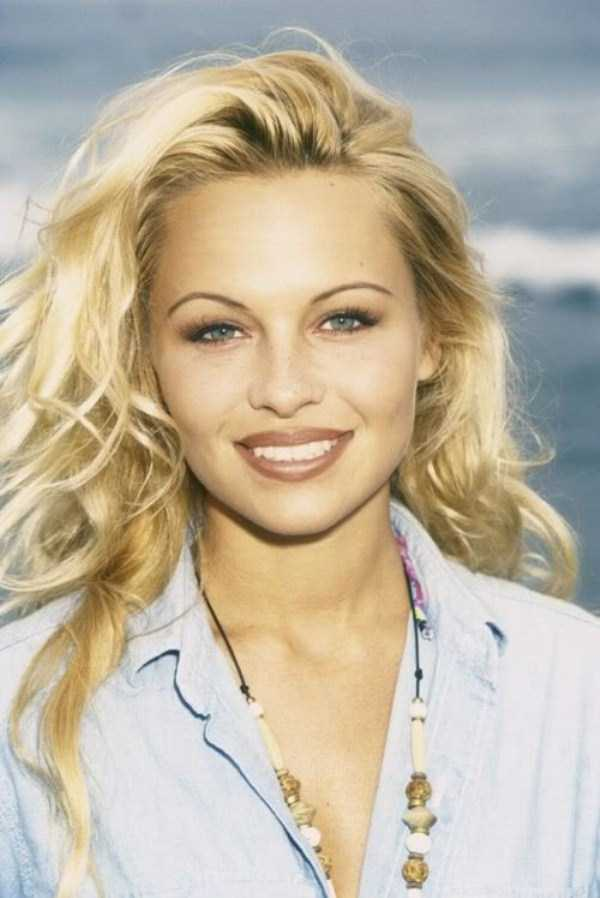 young-pamela-anderson-pictures (40)