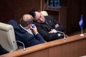 politicians-having-fun-russian-parliament (1)