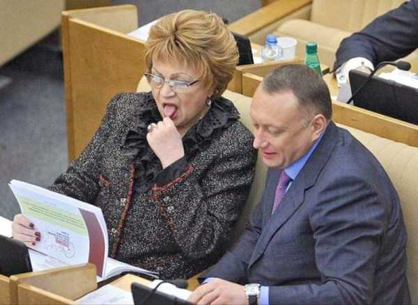 politicians-having-fun-russian-parliament (10)