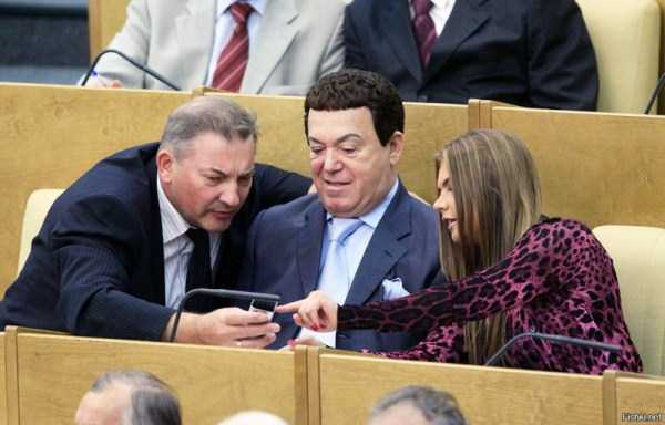 politicians-having-fun-russian-parliament (26)