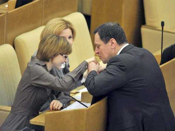 politicians-having-fun-russian-parliament (27)