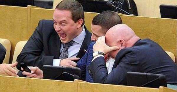 politicians-having-fun-russian-parliament (31)