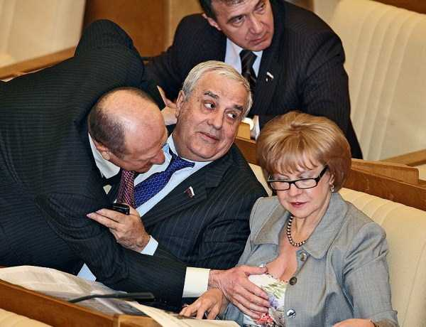 politicians-having-fun-russian-parliament (34)