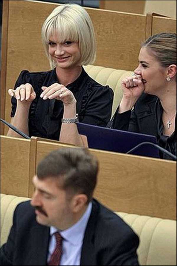 politicians-having-fun-russian-parliament (35)