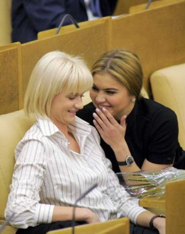 politicians-having-fun-russian-parliament (37)