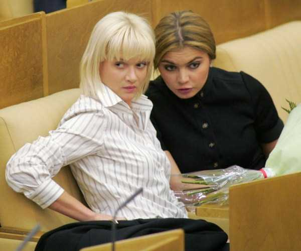 politicians-having-fun-russian-parliament (39)