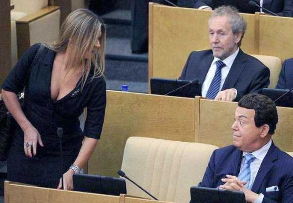 politicians-having-fun-russian-parliament (4)
