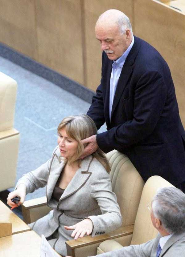 politicians-having-fun-russian-parliament (5)