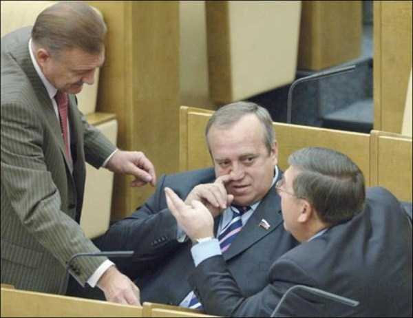 politicians-having-fun-russian-parliament (7)