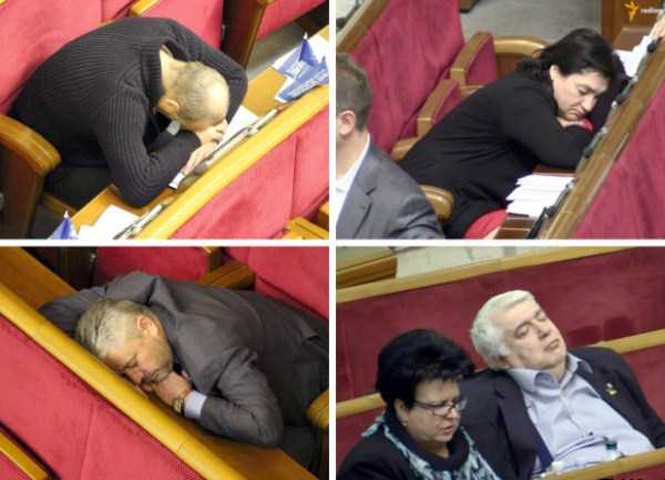 politicians-having-fun-russian-parliament (9)