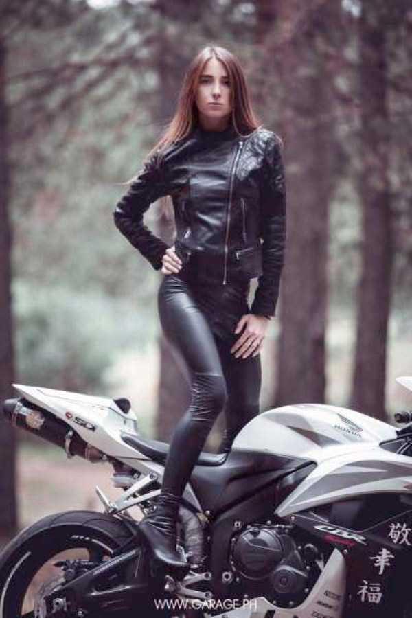 sexy-girls-on-bikes (13)