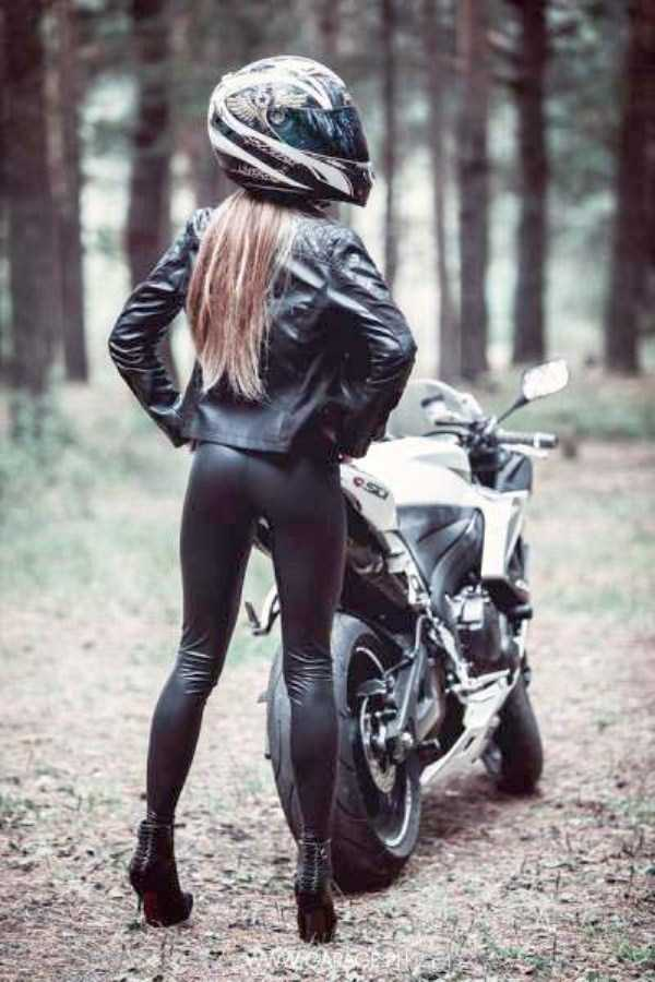 sexy-girls-on-bikes (14)