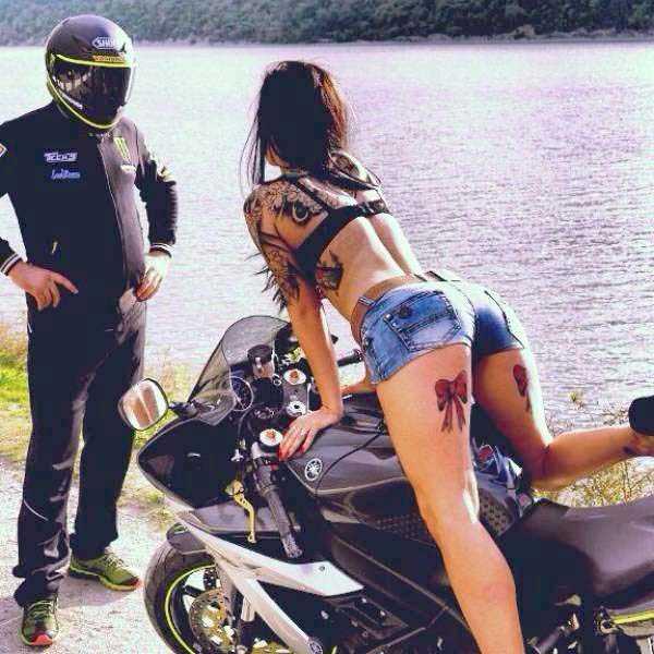 sexy-girls-on-bikes (15)
