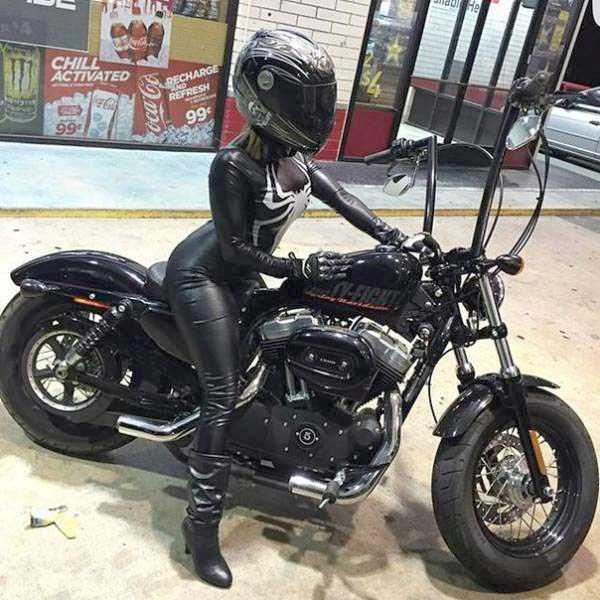 sexy-girls-on-bikes (18)