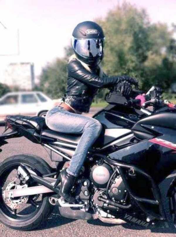 sexy-girls-on-bikes (22)
