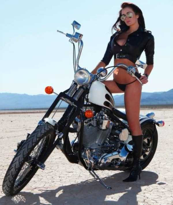 sexy-girls-on-bikes (23)