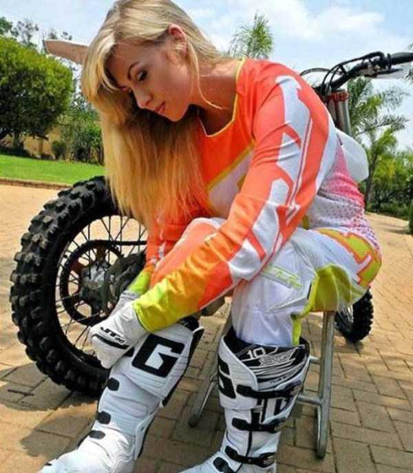 sexy-girls-on-bikes (24)
