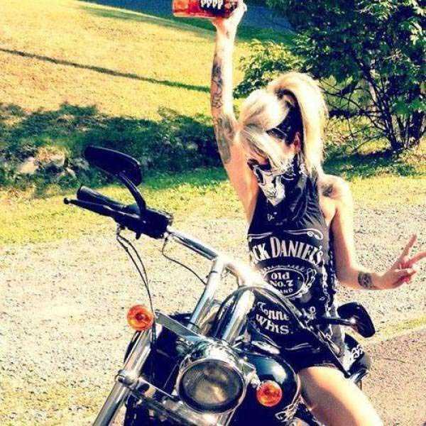 sexy-girls-on-bikes (25)