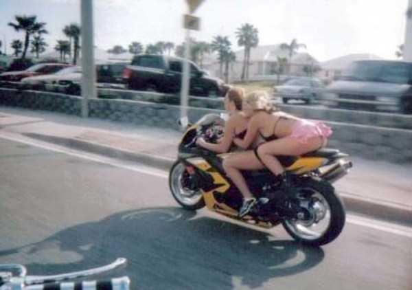 sexy-girls-on-bikes (3)