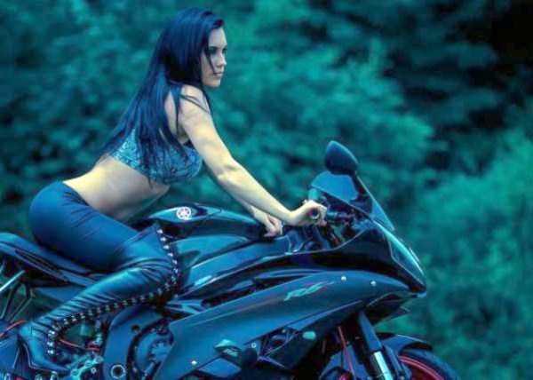 sexy-girls-on-bikes (32)
