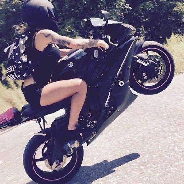 sexy-girls-on-bikes (33)