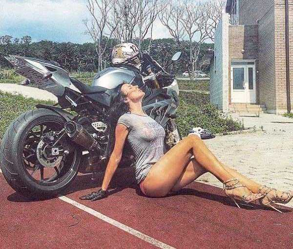 sexy-girls-on-bikes (34)