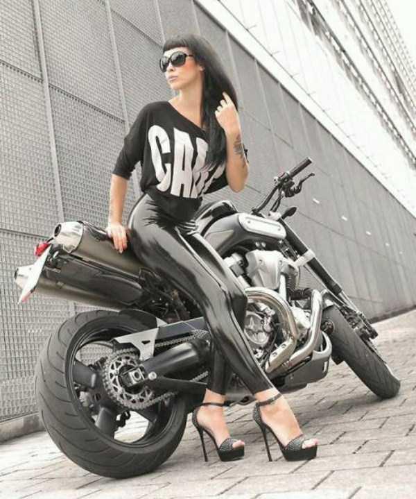 sexy-girls-on-bikes (39)