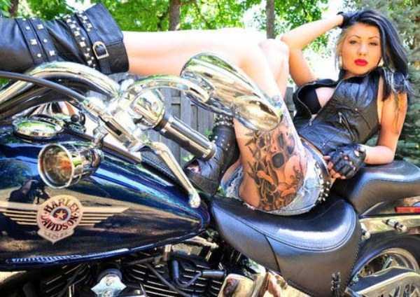 sexy-girls-on-bikes (4)