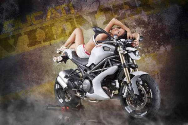 sexy-girls-on-bikes (42)