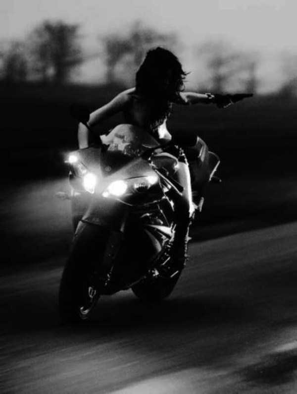 sexy-girls-on-bikes (46)
